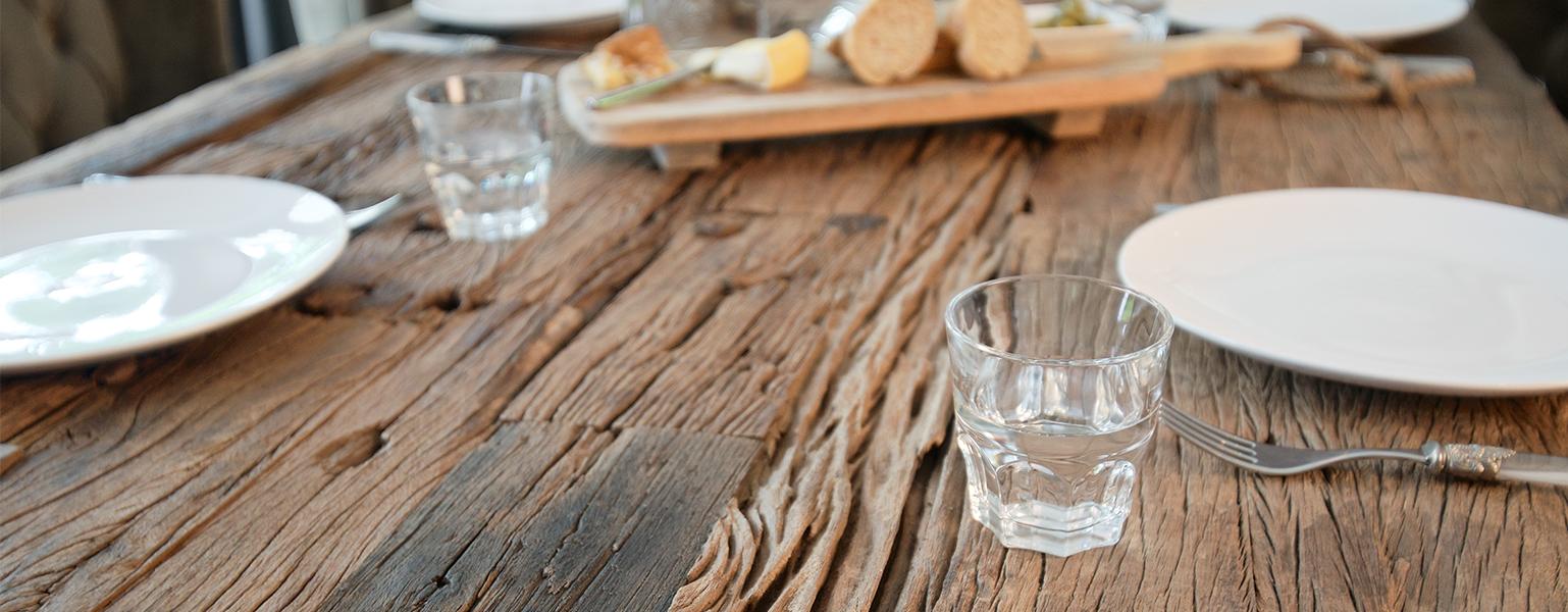houten bartafel detail