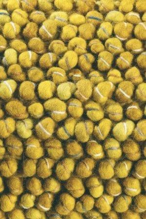 Vloerkleed Cobble 29206 van Brink & Campman is een exclusief handgeweven karpet met een eigenzinnig effen design. Het vloerkleed is samengesteld uit scheerwol en is uitgevoerd in de kleur geel. Het kleed heeft een afmeting van 140 x 200 cm.