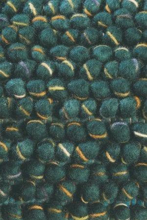 Vloerkleed Cobble 29207 van Brink & Campman is een exclusief handgeweven karpet met een eigenzinnig effen design. Het vloerkleed is samengesteld uit scheerwol en is uitgevoerd in de kleur groen. Het kleed heeft een afmeting van 140 x 200 cm.