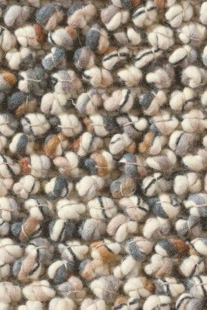 Vloerkleed Marble 29501 van Brink & Campman is een exclusief handgeweven karpet met een eigenzinnig verloop design. Het vloerkleed is samengesteld uit scheerwol en is uitgevoerd in de kleur beige, grijs, meerkleurig. Het kleed heeft een afmeting van 140 x 200 cm.