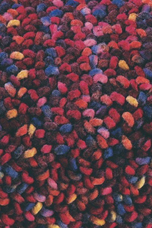 Vloerkleed Stone 18800 van Brink & Campman is een exclusief geweven & getuft karpet met een eigenzinnig verloop design. Het vloerkleed is samengesteld uit scheerwol en is uitgevoerd in de kleur rood. Het kleed heeft een afmeting van 140 x 200 cm.