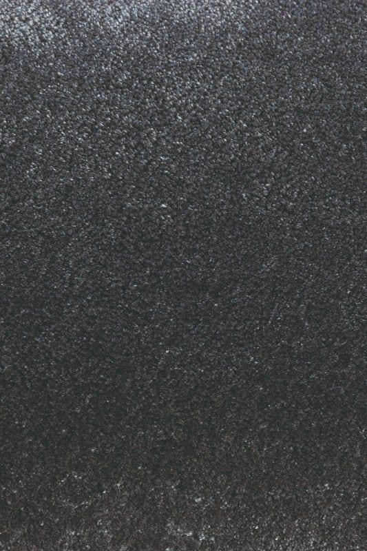 Vloerkleed Twinset Uni Cut 21515 van Brink & Campman is een exclusief geweven & getuft karpet met een eigenzinnig effen design. Het vloerkleed is samengesteld uit wol en is uitgevoerd in de kleur antraciet. Het kleed heeft een afmeting van 140 x 200 cm.