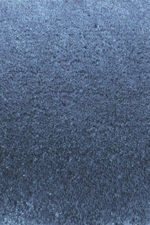 Vloerkleed Twinset Uni Cut 21508 van Brink & Campman is een exclusief geweven & getuft karpet met een eigenzinnig effen design. Het vloerkleed is samengesteld uit wol en is uitgevoerd in de kleur blauw. Het kleed heeft een afmeting van 140 x 200 cm.