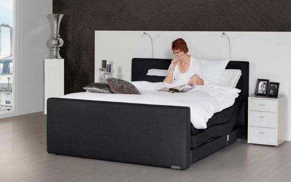 Caresse 5400 elektrisch boxspring bed Geniet optimaal van het heerlijk comfort van de elektrisch verstelbare Caresse boxspring 5400. - Löwik Wonen & Slapen