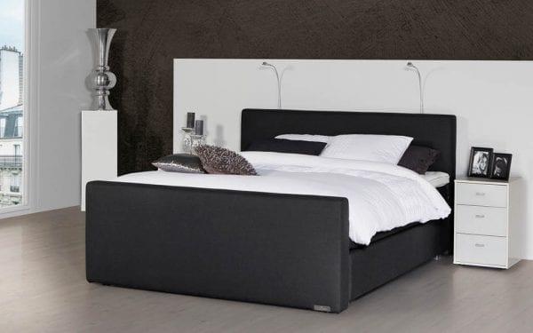 Caresse 5450 vlak boxspring bed Geniet optimaal van het heerlijk comfort van de vlakke Caresse boxspring 5450. - Löwik Wonen & Slapen