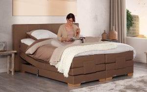 Caresse 9300 elektrisch boxspring bed Optimaal genieten van het superieur comfort en het aantrekkelijk ontwerp van de Caresse boxspring 9300. - Löwik Wonen & Slapen