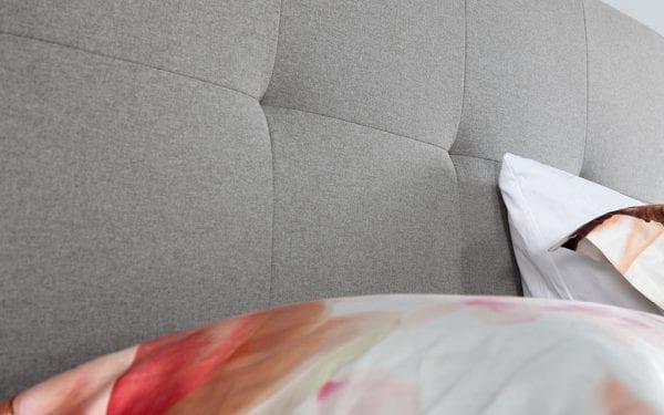 Caresse 9700 elektrisch boxspring bed Geniet optimaal van het heerlijk comfort en het tijdloze uiterlijk van de Caresse boxspring 9700. - Löwik Wonen & Slapen