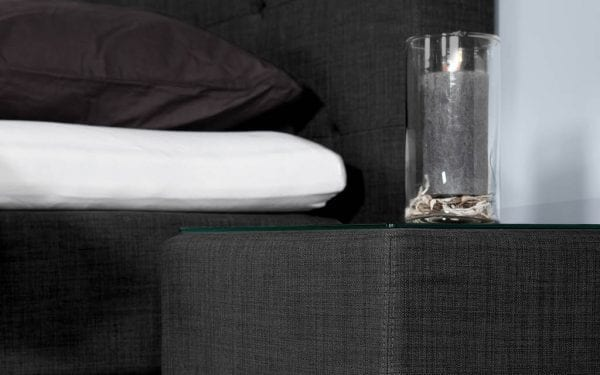 Caresse 4550 vlak boxspring bed Geniet optimaal van het heerlijk comfort en het tijdloze uiterlijk van de Caresse boxspring 4550. - Löwik Wonen & Slapen