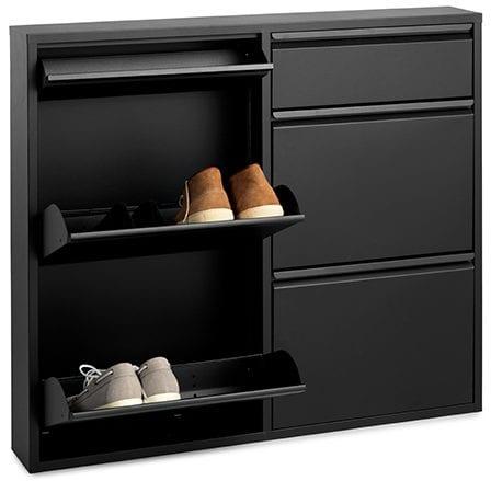 Billy schoenenkast Metaal zwart Opberggemak is een understatement met deze Billy schoenenkast.Deze handige opbergers zijn zeer praktisch in gebruik en benutten optimaal de ruimte. Deze kasten zijn voorzien van uitklapbare planken waarin je de schoenen kunt plaatsen. Deze kun je vervolgens inklappen waardoor de schoenen verticaal in de kast komen te staan. Hierdoor heeft de Billy een diepte van slechts 15,5cm! Ideaal voor smalle gangen of garderobes en bovendien zijn er geen schoenen in het zicht.De Billy schoenenkast is volledig gemaakt van metaal en is afgewerkt met een zwarte coating, 98x15x86(h) Feelings Lowik Meubelen
