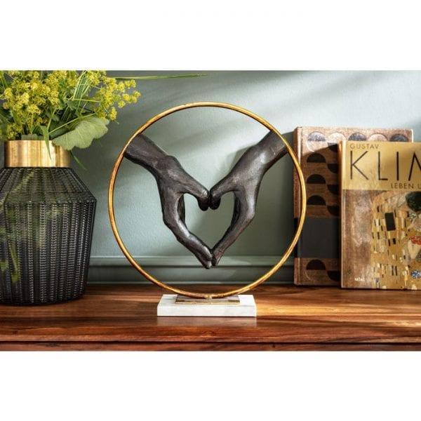 Deco Object Elements Heart Hand 60843 Dit decoratieve object laat zien wat belangrijk is in het leven: het hart. Kare Design