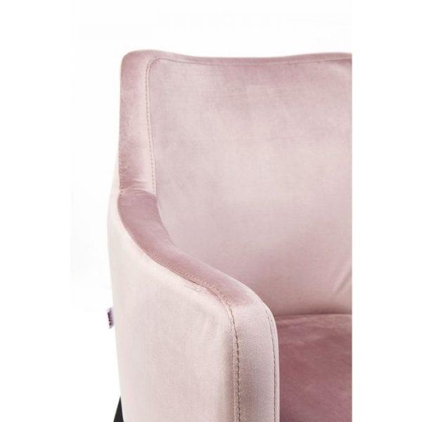 Kare Design Armstoel Black Mode Velvet Mauve 83578 In tegenonderstel tot de klassieke eetkamerstoel, biedt een fauteuil de gebruiker de mogelijkheid om langer te blijven zitten na een maaltijd, omdat het gewoon comfortabeler is - dankzij de armleuningen! Hier komt een elegant voorbeeld: prachtig ontworpen met een licht glinsterende hoes in delicate roze en zwarte beukenhouten poten, het zou ook kunnen komen van de creatieve werkplaats van mode-icoon Coco Chanel - zeer damesachtig! - Lowik Meubelen