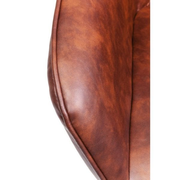 Kare Design Armstoel Harry 82242 Mooi zitten. Een chique en comfortabele gestoffeerde stoel in een charmante retro-look. Uitgebreid en zeer decoratief ruitquilt op de rugleuning. De uitlopende poten geven een modern tintje. Stijlvol verbetert elke tafel. - Lowik Meubelen