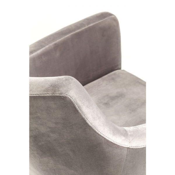 Kare Design ArmstoelMode Fluweelgrijs 82470 Een elegante gestoffeerde stoel met een fluweelzachte hoes van polyester velours. Geeft elke eetkamer een vleugje exclusiviteit. De donkere houten poten dragen hier ook aan bij. Gemaakt in de EU. Andere versies ook beschikbaar. - Lowik Meubelen