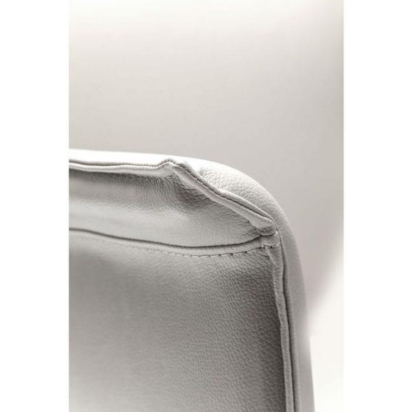 Kare Design Draaistoel Armstoel Foxy 79973 Bureaustoel: strakke vormen en zachte kleuren geven deze draaistoel een cinematografische retro charme. Zitting, rugleuning en armleuningen zijn licht gestoffeerd en bedekt met leerachtig materiaal. Het gespreide houten frame past perfect. De stoel kan worden gedraaid. - Lowik Meubelen