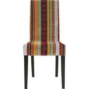 Kare Design Stoel Econo Very British 72843 Een klassieker in een exclusieve combinatie van strepen en patronen - deze stijlvolle stoel in een unieke mix van stijlen heeft een eigen identiteit. Met zijn verschillende strepen, patronen en prachtige harmonieuze kleuren harmoniseert hij met bijna elke andere meubel- en meubelstijl. Dit meesterwerk uit een Europese werkplaats voor stoffering is een echte eyecatcher die je dag in dag uit plezier zal bezorgen. Het gedetailleerde weefsel in de beste Belgische traditie, de stof met zijn hoge pool en 10 verschillende ornamenten zijn echte hoogtepunten. De basis is van massief beukenhout, gekleurd en zwart geverfd. De stoel is bekleed met een zachte, onderhoudsvriendelijke stof gemaakt van microvezel (67% polyester (mirhon), 33% viscose). De zithoogte is 49 cm. Deze eetkamerstoel geeft u flexibiliteit, - Lowik Meubelen