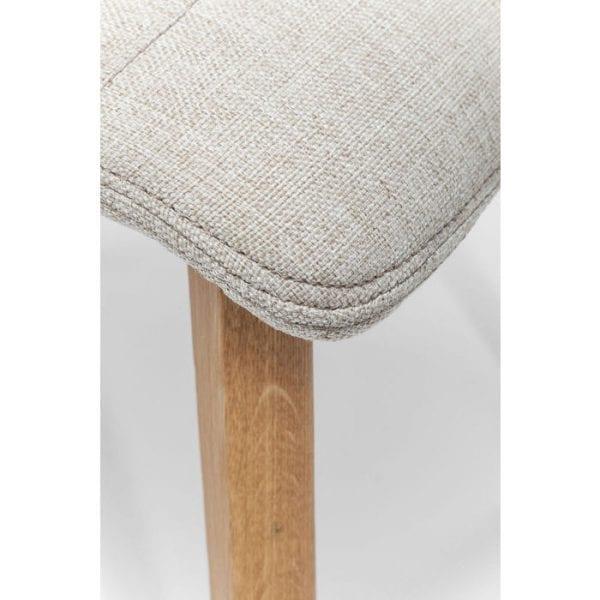 Kare Design Stoel Lara Ecru 81230 Deze gestoffeerde stoel uit het Lara-assortiment heeft een moderne elegantie en een duidelijk, minimalistisch ontwerp. Het is bij uitstek geschikt voor moderne inrichtingsstijlen, terwijl de zachte bekleding en de hoge rugleuning u uitnodigen om achterover te leunen en te ontspannen. Verkrijgbaar in andere kleuren en covers, of als barkruk. Deze stoelenserie is vervaardigd in Europa. De maximale belasting is 110 kg. - Lowik Meubelen