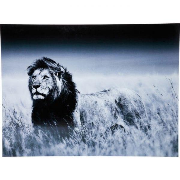 Schilderij Glas Lion King Standing 120x160cm 35855 Wilde schoonheid - Indrukwekkend, statig en ongetemd: deze prachtige zwart-witfoto van een leeuw zal je muur versterken met het overweldigende gevoel van Afrika. Met zijn krachtige uitstraling heeft het portret een eigen uitstraling en vereist het geen versiering. De foto wordt opgehangen door vier cliphouders, zodat geen frame de afbeelding zelf afleidt. Kare Design