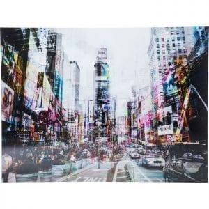 Schilderij Glas Times Square Move 120x160cm 35857 Op de hoek van 7th Avenue en West 47th Street - In deze mix van een gekleurde en een zwart-wit versie verschijnt New Yorks legendarische en kleurrijke Times Square in nieuwe glans. De vage overlapping van de twee afbeeldingen, het zogenaamde spookeffect, creëert een uniek totaalbeeld. De afdruk is verbeterd en tegelijkertijd beschermd door de stevige 4-mm glazen bovenkant. Het theaterdistrict van Manhattan wordt gekenmerkt door explosies van kleur. De wijk is de thuisbasis van talloze shows en bezoekers. Neon reclametekens verlichten het gebied dag en nacht. Kare Design