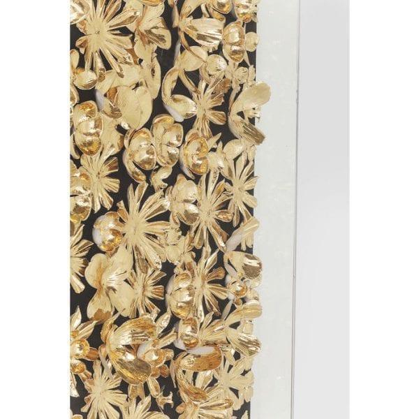 Deco lijst goudbloem 120x120cm 39249 Het decoratieve frame wordt gemarkeerd met een veelheid van goudkleurige stenen, zodat een afbeelding van verspreide bloemen wordt gemaakt. Het hangt door middel van een ketting aan de bovenkant van het frame. Model is ook verkrijgbaar in het wit. Kare Design