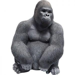 Deco Object Monkey Gorilla Side Medium 60465 Een primaat in medium. De vreedzame gorilla lijkt verbazingwekkend echt en is verbazingwekkend vergelijkbaar met zijn rolmodel. Het mist niets in de omgeving met zijn toeziend oog. Dit ongewone decoratieve artikel maakt indruk met zijn individualiteit. Kare Design
