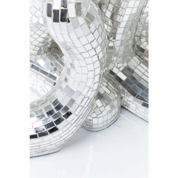 Deco Object Mosaik Welcome Panther Left XL 39252 Glamoureuze decoratieve figuur in pantervorm. Dankzij de uitgebreide mozaitechniek schittert deze elegante panter vanuit elk perspectief. Het hoogglanzende oppervlak maakt het soepele vierpotige beest een echte blikvanger in elke omgeving. Onze ontwerpers hebben het moment vastgelegd en dit elegante, nobele stilleven gecreëerd. Een absoluut hoogtepunt! Ook beschikbaar in andere versies. Kare Design