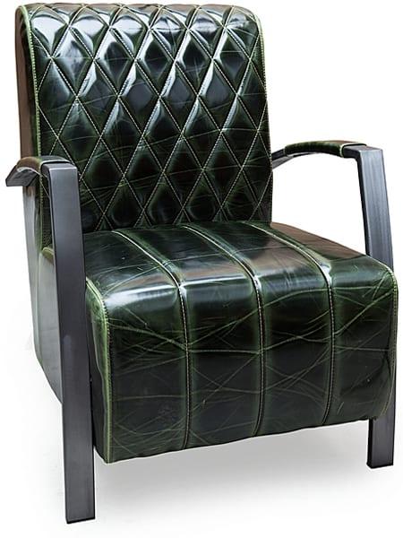 fauteuil met ruitvormig stiksel met metalen onderstel en bekleding leder