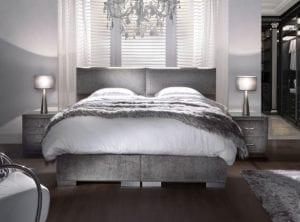 Boxspring Lounge.  Uw slaapkamer is de plek om tot rust te komen. Relaxen in een aangename omgeving, met als toppunt van ontspanning dit unieke bed. Prachtig afgewerkt design met grote sierlijke, bolvormige vlakken. De afwerking is van een hoog niveau, zoals u mag verwachten van ons. Een bed om van te dromen! - Serta boxsprings & matrassen - Löwik Wonen & Slapen
