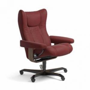 Stressless Wing relaxfauteuil - leder Paloma cherry - maatvoering M - Bureaustoel met wieltjes - Lowik Wonen & Slapen fauteuil collectie