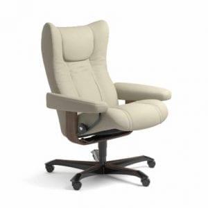 Stressless Wing relaxfauteuil - leder Paloma light grey - maatvoering M - Bureaustoel met wieltjes - Lowik Wonen & Slapen fauteuil collectie