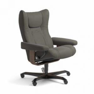 Stressless Wing relaxfauteuil - leder Paloma metal grey - maatvoering M - Bureaustoel met wieltjes - Lowik Wonen & Slapen fauteuil collectie