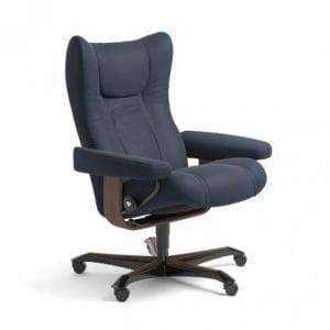 Stressless Wing relaxfauteuil - leder Paloma oxford blue - maatvoering M - Bureaustoel met wieltjes - Lowik Wonen & Slapen fauteuil collectie