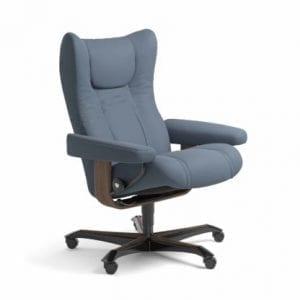 Stressless Wing relaxfauteuil - leder Paloma sparrow blue - maatvoering M - Bureaustoel met wieltjes - Lowik Wonen & Slapen fauteuil collectie