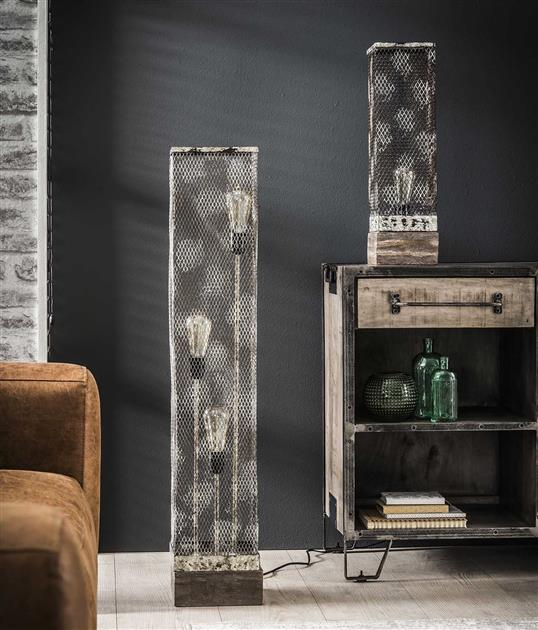 Vloerlamp rechthoek mesh houten voetje / Verweerd koper. 8244/32V uit de vloerlampen collectie van Zijlstrakleinmeubelen & verlichting bij Löwik Meubelen