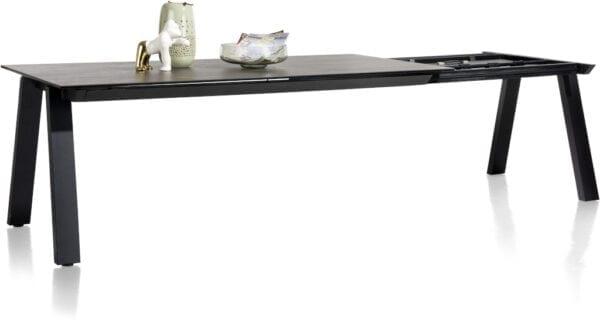 Stanford eetkamertafel 100 x 200 cm (+80cm), uit de collectie van Henders & Hazel. Uitgevoerd in met een tafelblad van keramiek op glas in de stijlvolle kleur Blaze dark, met antraciet metalen onderstel.