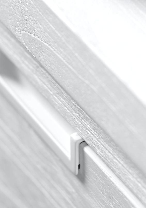 TV-Meubel Stretto White uit de woonprogramma Pronto Wonen Lowik Meubelen Uitgevoerd in mindi hout in de kleur wit, met 2 deuren en 3 laden.