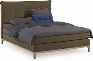 Boxspring Criade van Auping, afgebeeld met hoofdbord Cushion, stel uw bed naar wens samen!