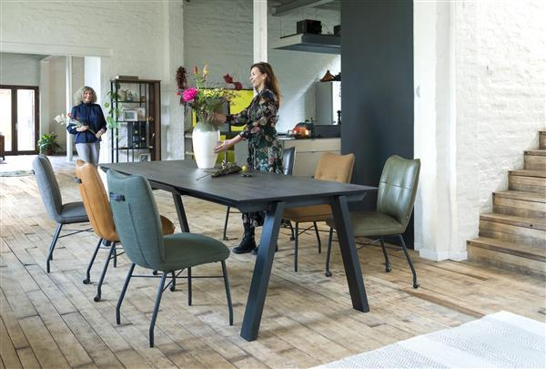 Henders & Hazel Chiara eetkamerstoel met wielen + pocketvering - met greep in Catania leder zwart - stof Vito - okergeel  Eetkamerstoel