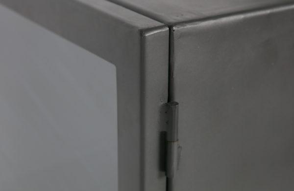 Bespoke Vitrinekastje Metaal - Grijs uit de Opbergen collectie van BePureHome bij Löwik Meubelen