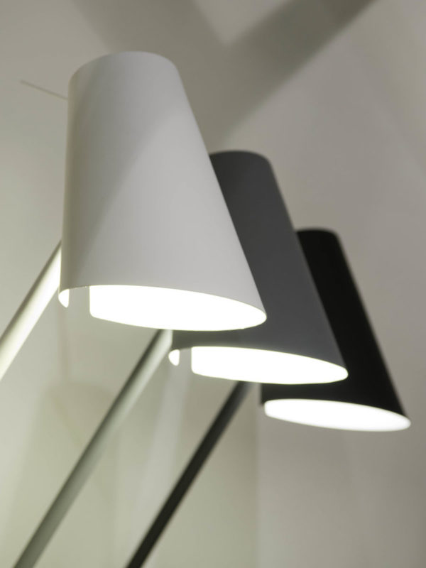 Vloerlamp ijzer/rubber finish Cardiff h.140/kap h.20x15cm, wit it's about RoMi Vloerlamp CARDIFF/F/W